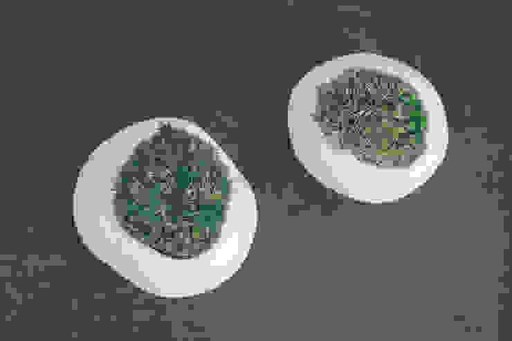 雲苔: 陶刻家 由上恒美                                          Ceramic Sculptor  tsunemi yukami  が手掛けた現代のです。,モダン 陶器