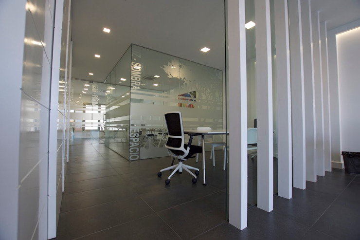 ADECUACIONES DE OFICINAS MMTarquitecto Estudios y despachos de estilo moderno