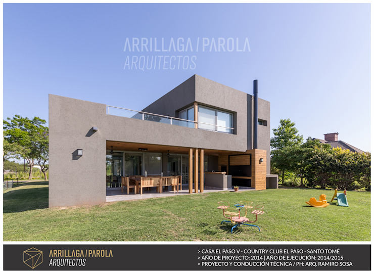 Houses by ARRILLAGA&PAROLA, Modern