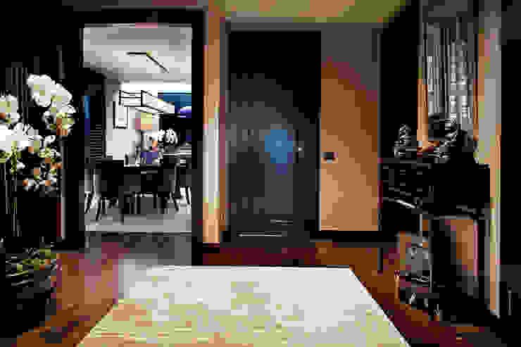 Modern Corridor, Hallway and Staircase by Kerim Çarmıklı İç Mimarlık Modern