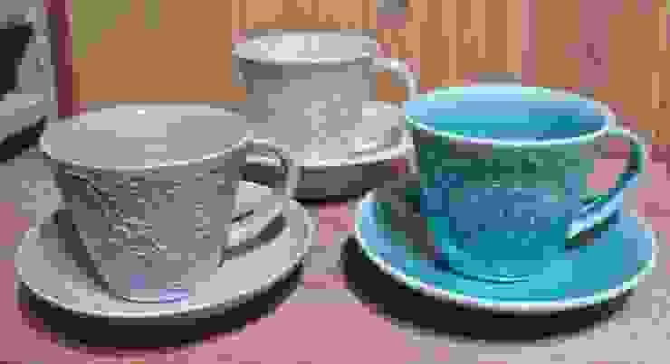 レースの器 カップ&ソーサー: 陶芸工房ラ・プエルタ が手掛けた現代のです。,モダン 磁器