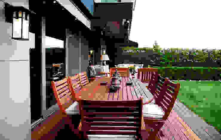 K.Ç EVİ Kerim Çarmıklı İç Mimarlık Modern Balkon, Veranda & Teras