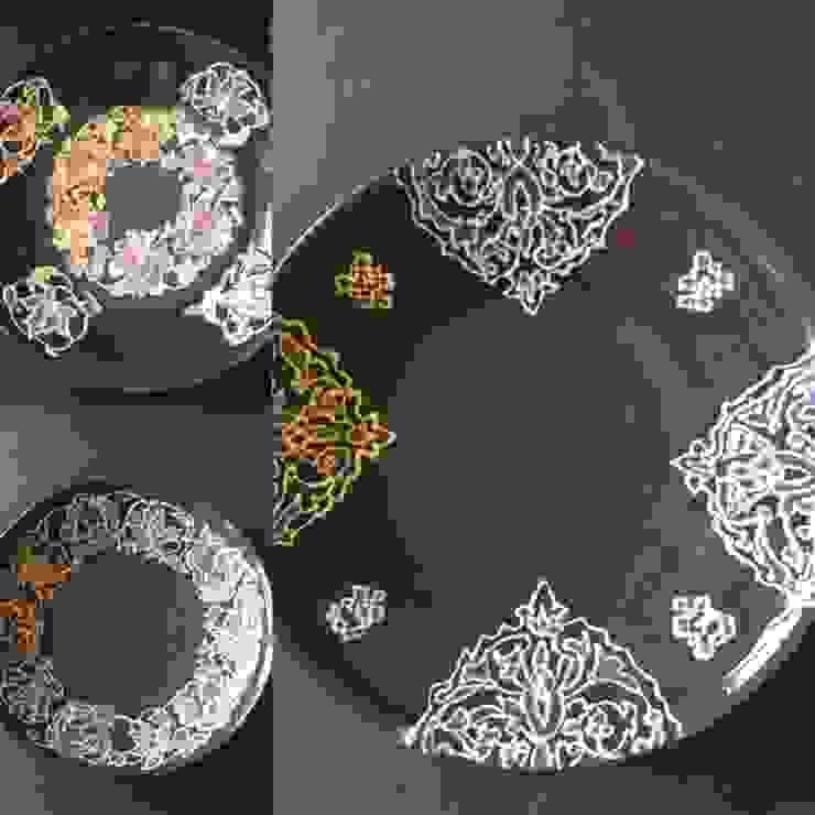 新作黒いレースの器 パステルカラーの小皿: 陶芸工房ラ・プエルタ が手掛けた現代のです。,モダン 陶器