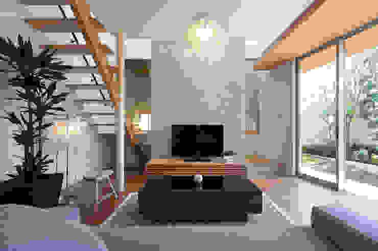 とおり庭の家 モダンデザインの リビング の 一級建築士事務所 株式会社KADeL モダン