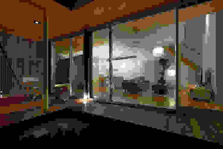 とおり庭の家 モダンデザインの テラス の 一級建築士事務所 株式会社KADeL モダン