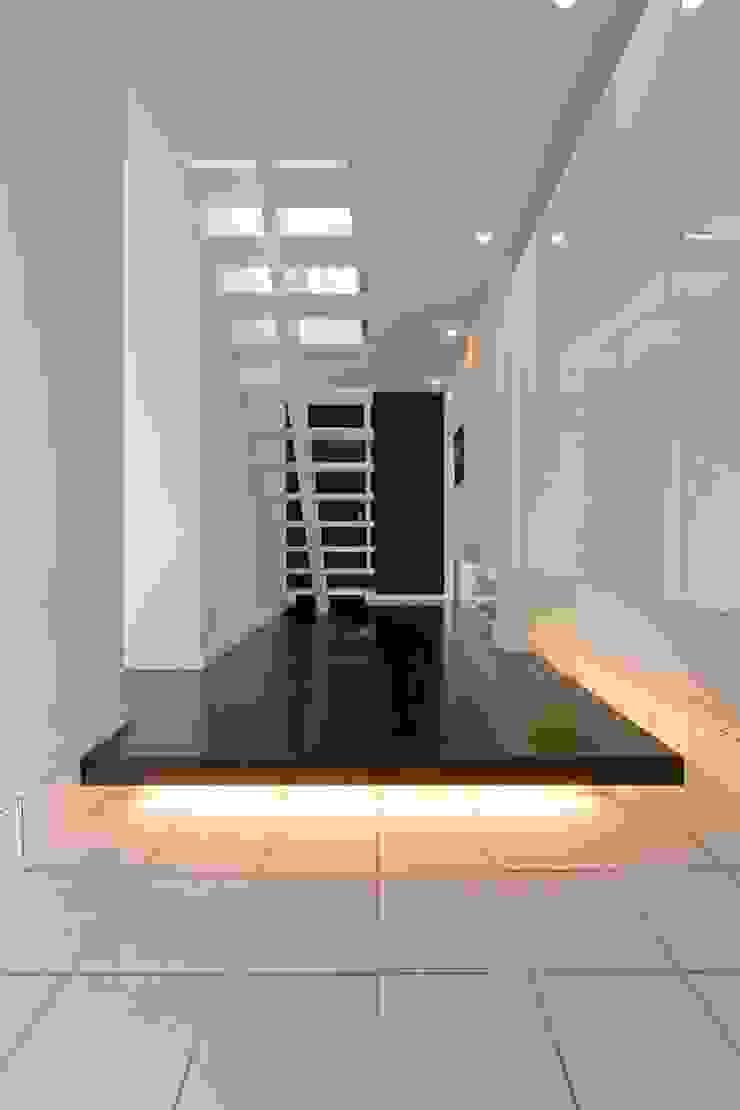 凛椛 モダンスタイルの 玄関&廊下&階段 の 一級建築士事務所 株式会社KADeL モダン