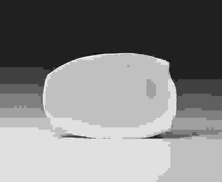 青白磁変形四方取皿: 陶房上牧野が手掛けた折衷的なです。,オリジナル 磁器