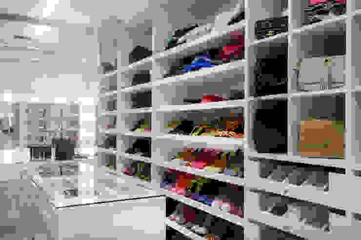 Closet Sra. Closets modernos por Karla Silva Designer de Interiores Moderno