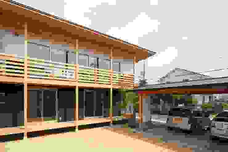Ht-House カントリーな 家 の 三宅和彦/ミヤケ設計事務所 カントリー 無垢材 多色