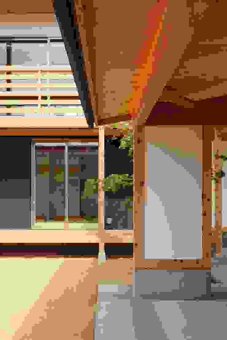 Ht-House 和風デザインの ガレージ・物置 の 三宅和彦/ミヤケ設計事務所 和風 木 木目調
