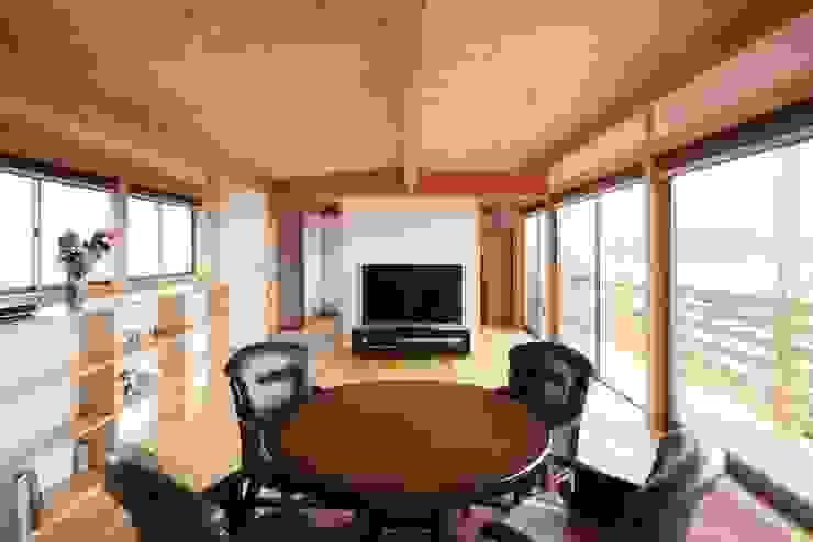 Ht-House オリジナルデザインの リビング の 三宅和彦/ミヤケ設計事務所 オリジナル 無垢材 多色