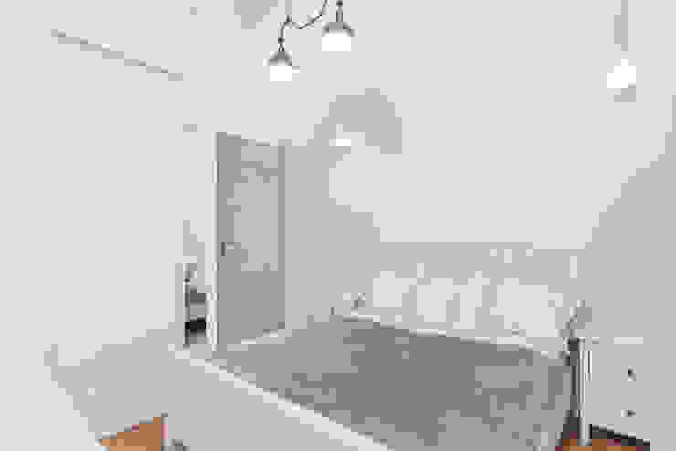 Dormitorios de estilo clásico de UNQO Clásico