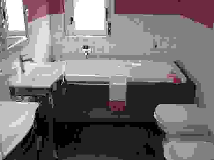 Casas de banho modernas por Giuseppe Rappa & Angelo M. Castiglione Moderno Madeira Acabamento em madeira