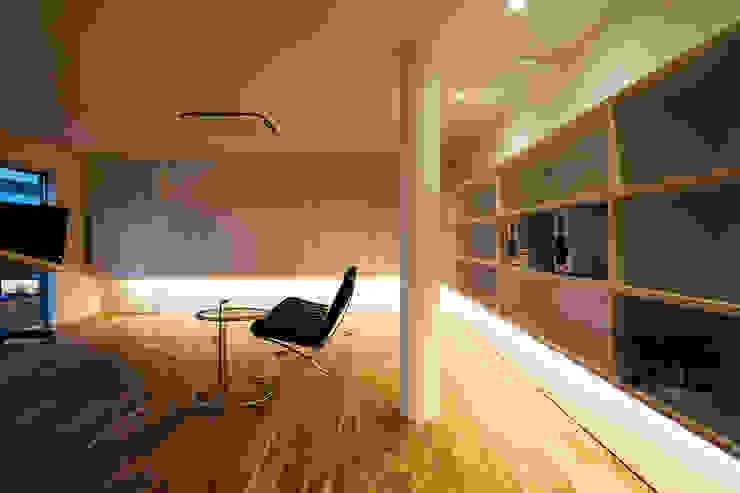 ビルの3Fに寛ぎのリノベーション モダンデザインの リビング の 一級建築士事務所 株式会社KADeL モダン