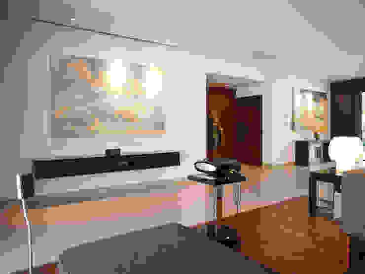 Casa Particular Modern Corridor, Hallway and Staircase by Bondian Living Modern