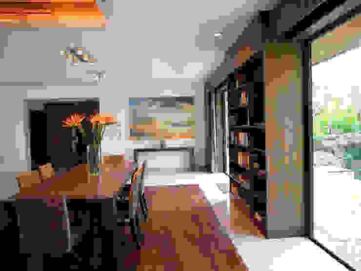 Casa Particular Modern Dining Room by Bondian Living Modern