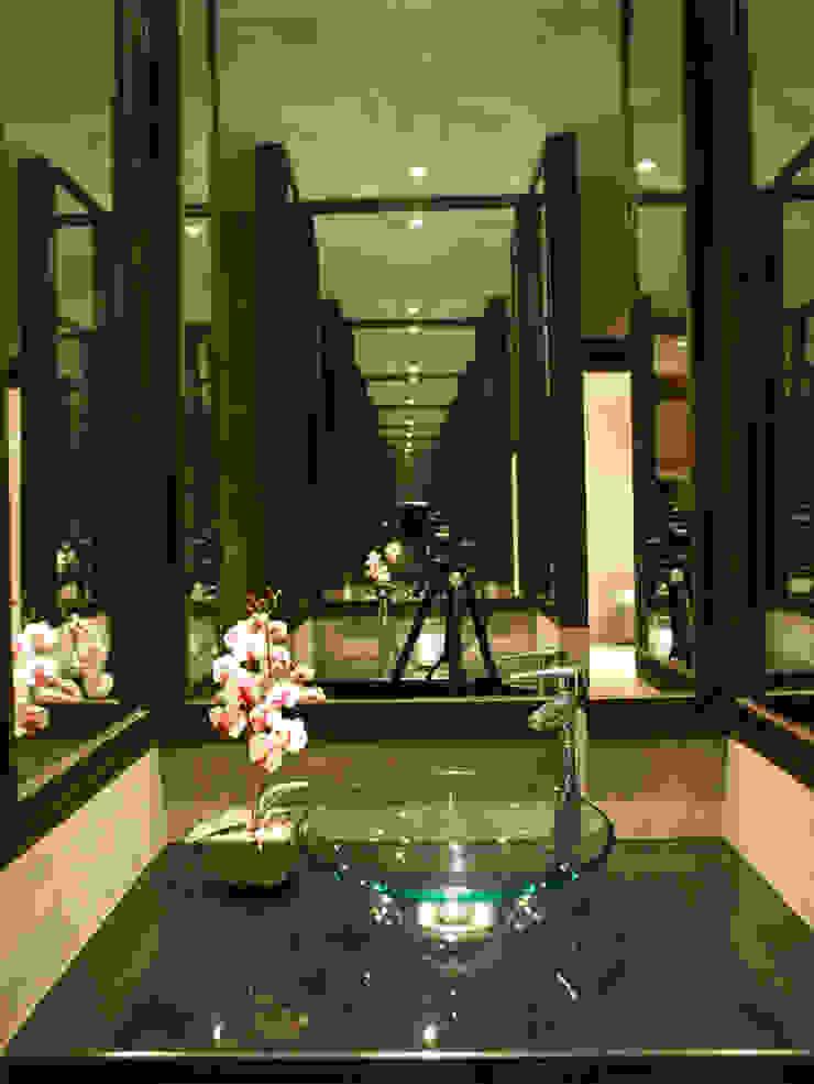 Casa Particular Modern Terrace by Bondian Living Modern