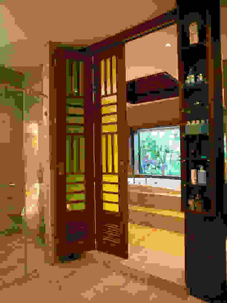 Casa Particular Modern Windows and Doors by Bondian Living Modern