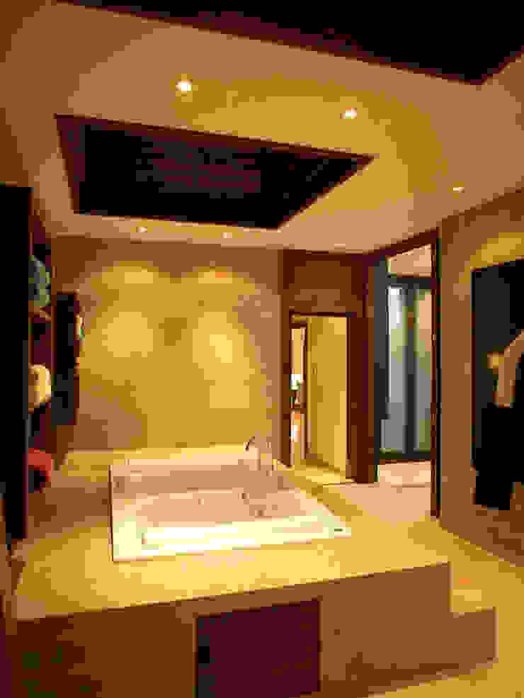 Casa Particular Modern Bathroom by Bondian Living Modern