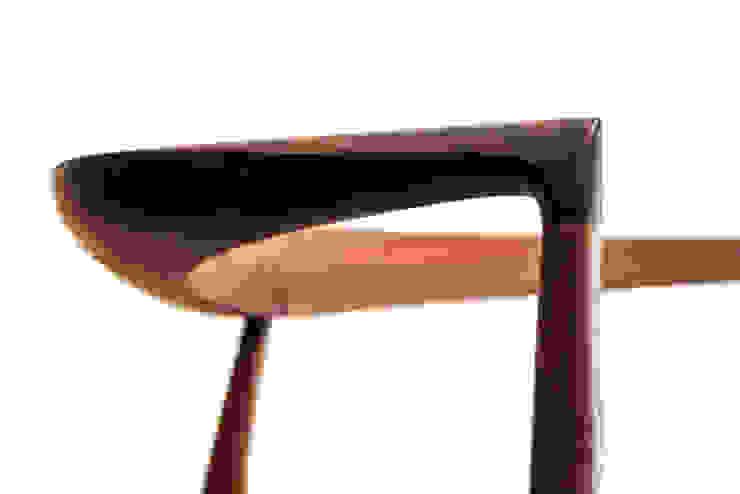 LOVE chair  tie chair: 株式会社KOMAが手掛けた折衷的なです。,オリジナル
