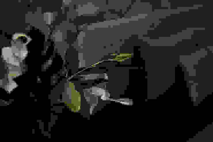 Finishing touch オリジナルスタイルの 寝室 の 澤山乃莉子 DESIGN & ASSOCIATES LTD. オリジナル