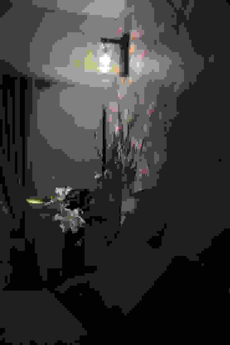 壁紙とウォールライト オリジナルスタイルの 寝室 の 澤山乃莉子 DESIGN & ASSOCIATES LTD. オリジナル