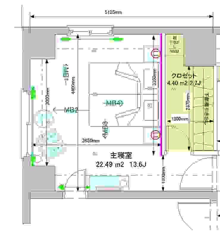 寝室のプラン。黄色いエリアはウォークインクロゼット: 澤山乃莉子 DESIGN & ASSOCIATES LTD.が手掛けた折衷的なです。,オリジナル