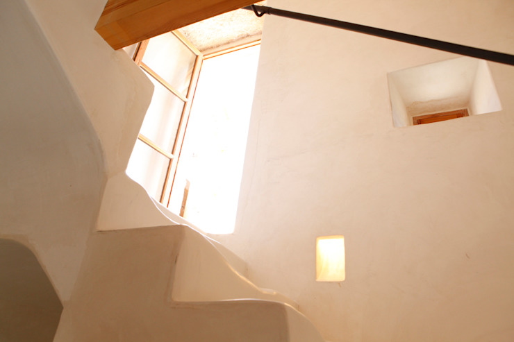 Pasillos, vestíbulos y escaleras de estilo rural de homify Rural