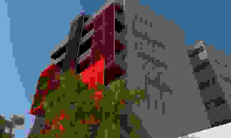 Casas modernas de Arq. Jose F. Correa Correa Moderno
