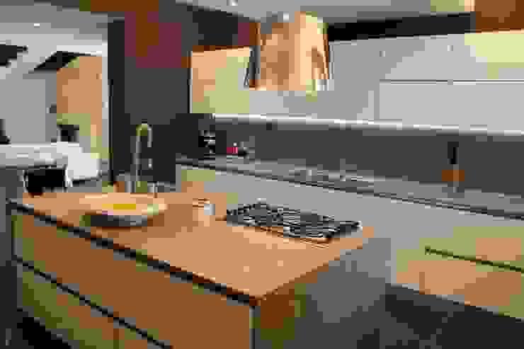 Cocinas modernas: Ideas, imágenes y decoración de Giuseppe Rappa & Angelo M. Castiglione Moderno Cerámico