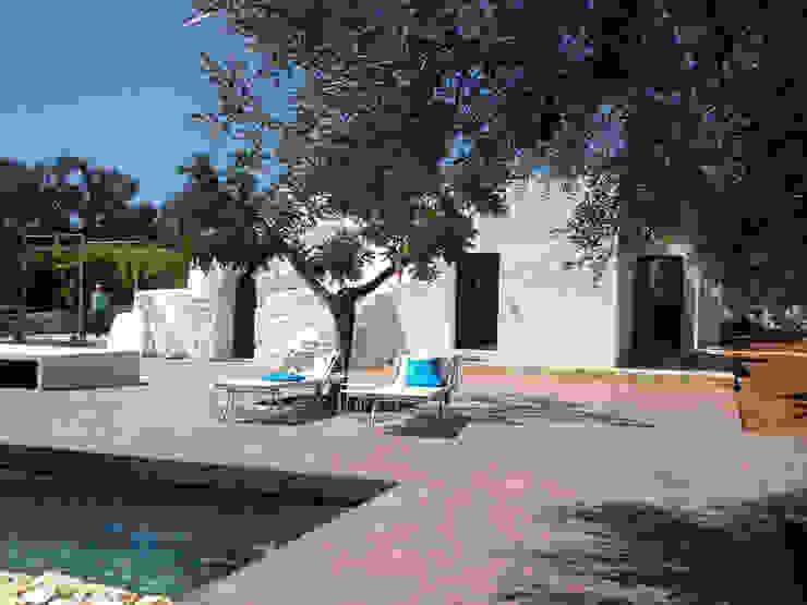 trullo con piscina gabriele pimpini architetto Case in stile minimalista