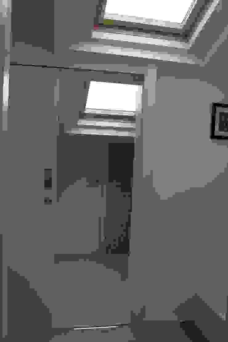 Modern Bedroom by Interior Zen. Obras e Proxectos Modern