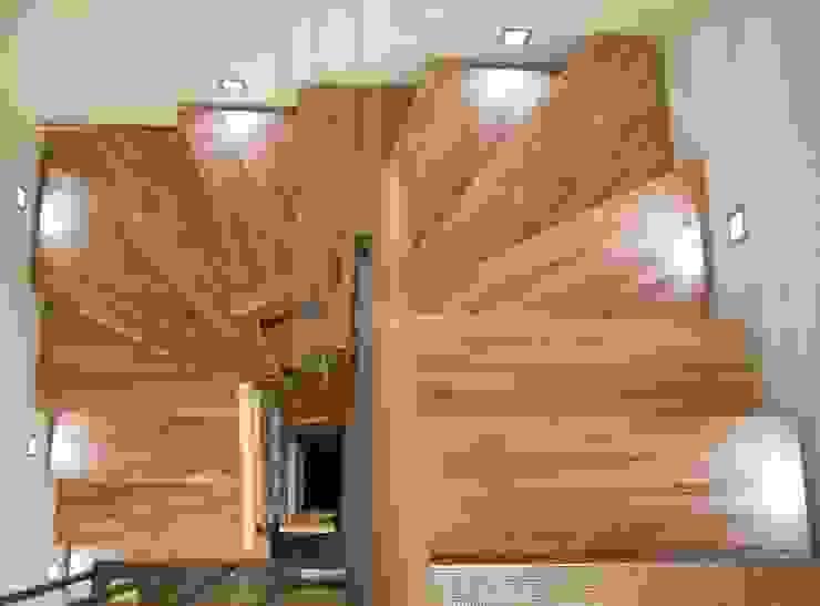 Moderne gangen, hallen & trappenhuizen van mAIA. Architektur+Immobilien Modern
