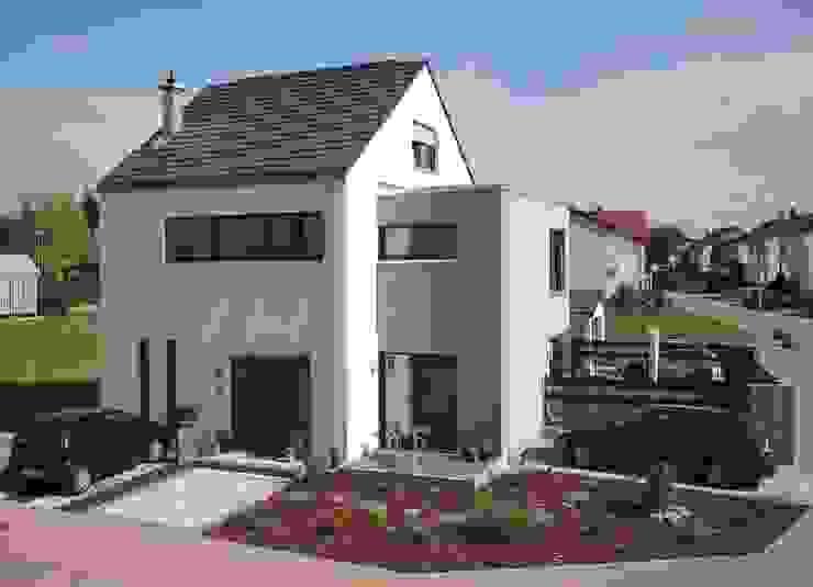 Moderne huizen van mAIA. Architektur+Immobilien Modern