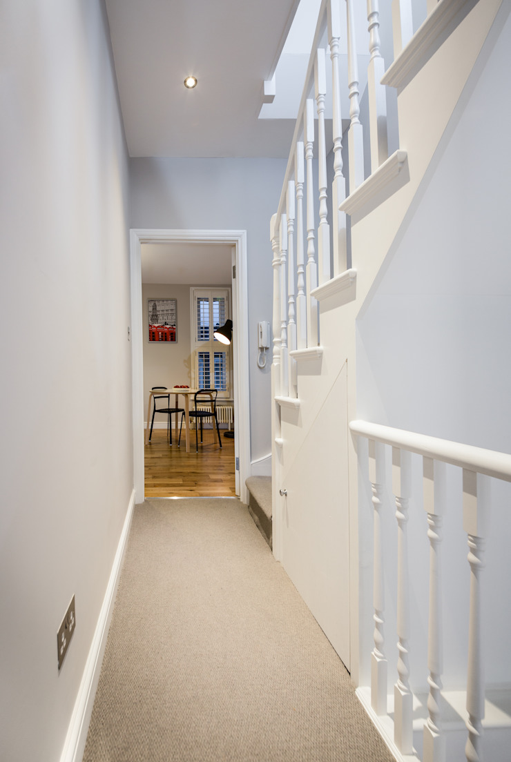 Landcroft Road—East Dulwich Classic style corridor, hallway and stairs by Oakman Classic