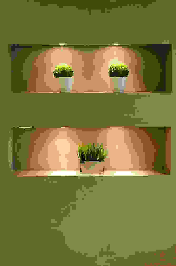 Pasillos, halls y escaleras minimalistas de GhiorziTavares Arquitetura Minimalista