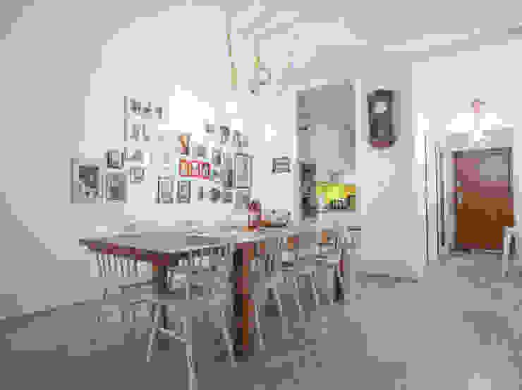 Parter w domu jednorodzinnym: styl , w kategorii Jadalnia zaprojektowany przez Patyna Projekt,Skandynawski Drewno O efekcie drewna