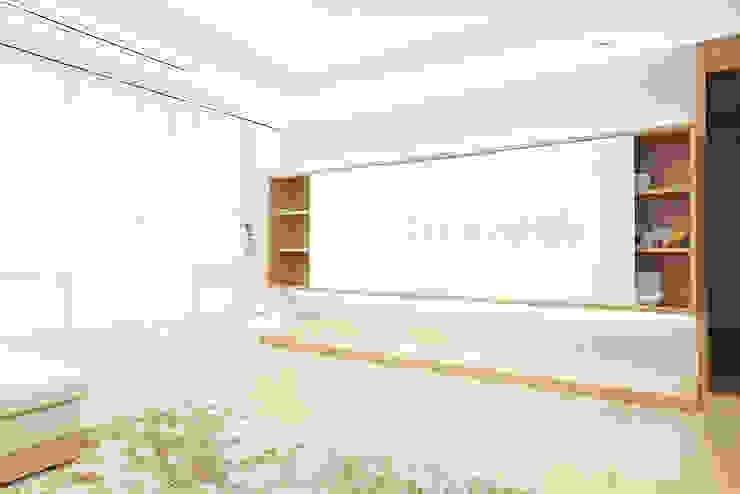 하얀 수국을 닮은 화이트톤 인테리어 모던스타일 거실 by 퍼스트애비뉴 모던
