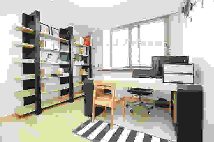 Moderne Arbeitszimmer von 퍼스트애비뉴 Modern