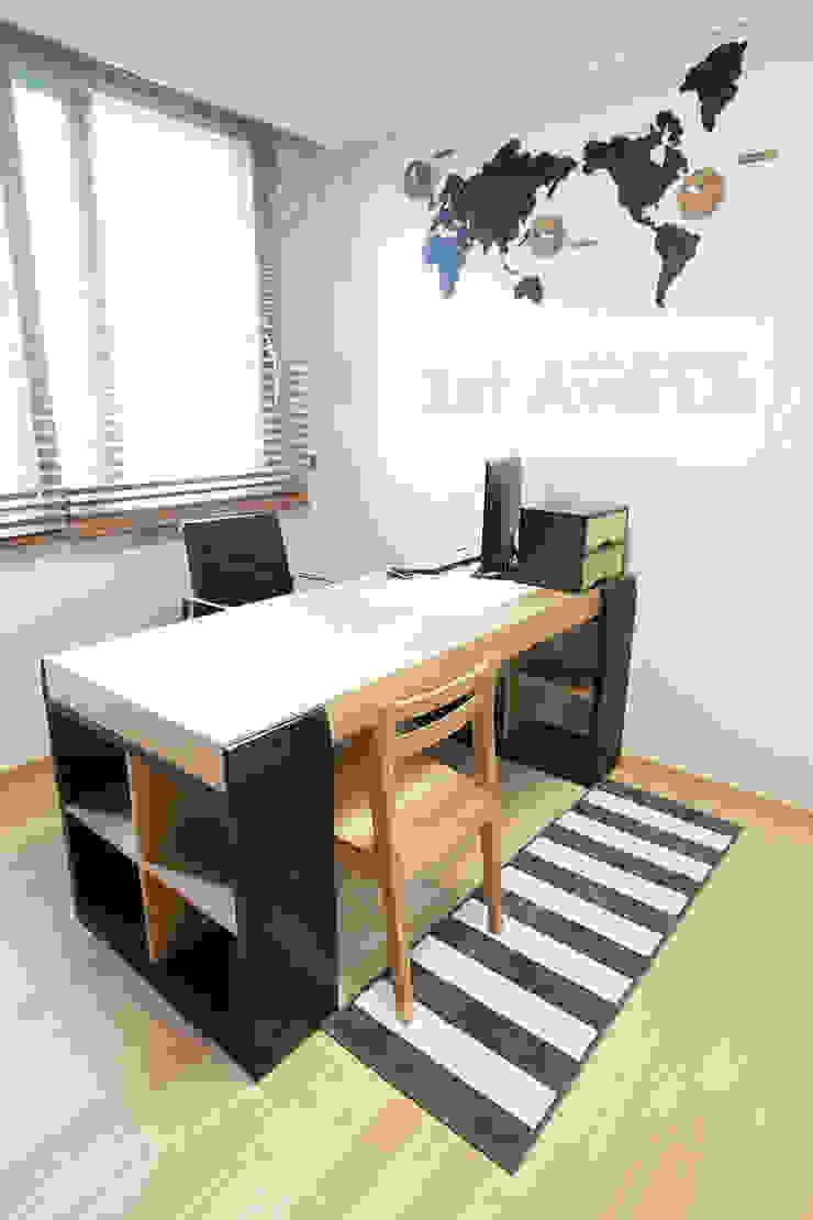 하얀 수국을 닮은 화이트톤 인테리어 모던스타일 서재 / 사무실 by 퍼스트애비뉴 모던