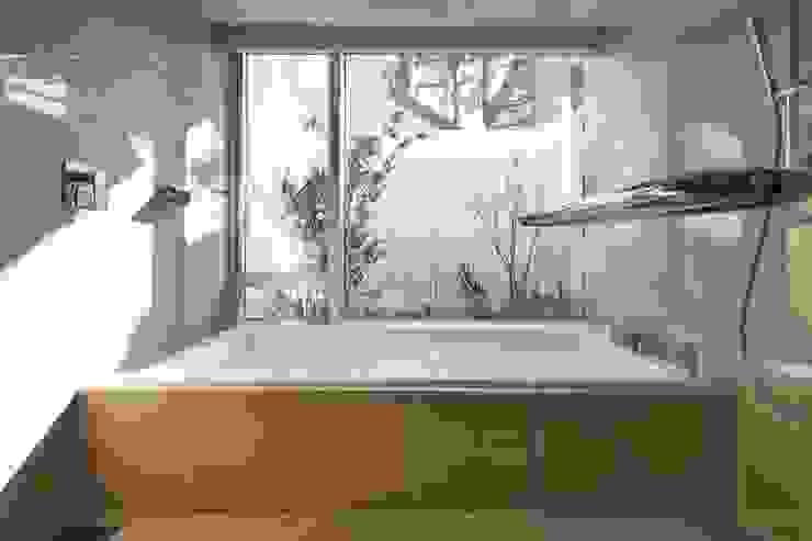 SAKURA SAKURA SAKURA HOUSE モダンスタイルの お風呂 の Mアーキテクツ|高級邸宅 豪邸 注文住宅 別荘建築 LUXURY HOUSES | M-architects モダン