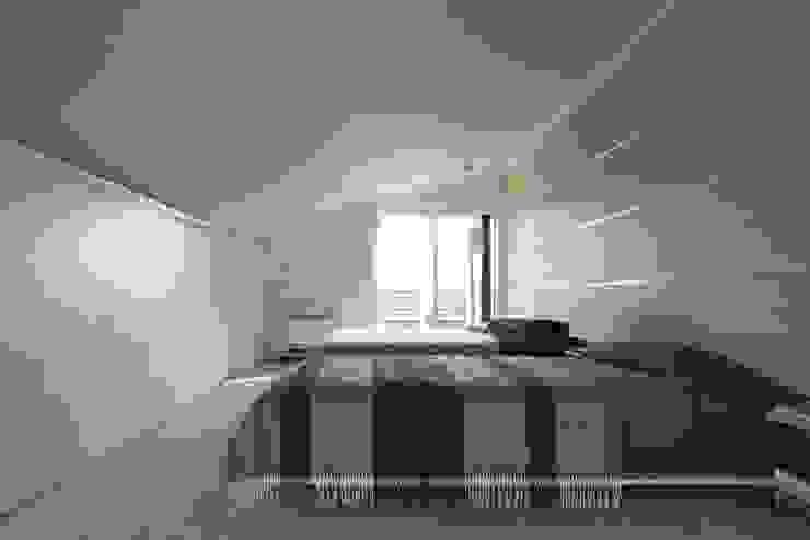 SAKURA SAKURA SAKURA HOUSE モダンスタイルの寝室 の Mアーキテクツ|高級邸宅 豪邸 注文住宅 別荘建築 LUXURY HOUSES | M-architects モダン