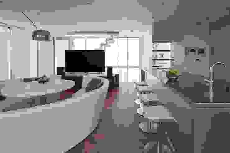 SAKURA SAKURA SAKURA HOUSE モダンデザインの リビング の Mアーキテクツ|高級邸宅 豪邸 注文住宅 別荘建築 LUXURY HOUSES | M-architects モダン