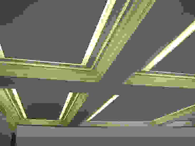 Vista en detalle del techo del salón, estado reformado Salones de estilo moderno de CPETC Moderno