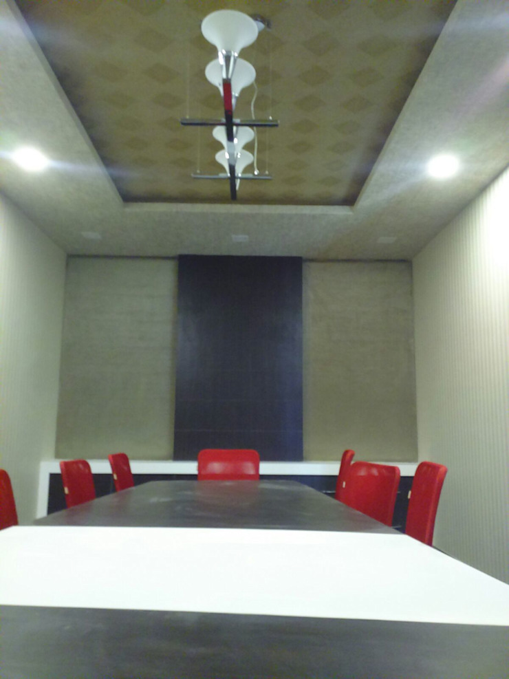 KUNAL REMEDIES: modern  by Studio Interiors Infra Height Pvt Ltd,Modern Fake Leather Metallic/Silver