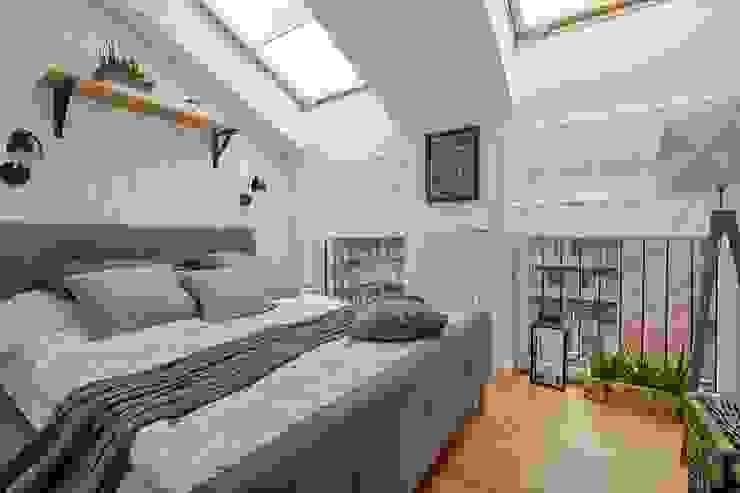 Dormitorios de estilo escandinavo de DreamHouse.info.pl Escandinavo