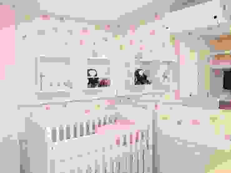 Quarto Bebê por Emerson Penso Arquitetura e Interiores