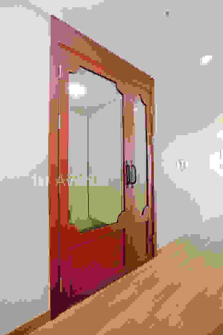 Koridor & Tangga Modern Oleh 퍼스트애비뉴 Modern