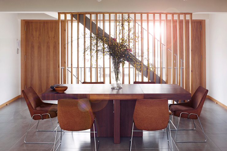 La casa de Sara y Fran Comedores de estilo escandinavo de Estudio de Arquitectura Sra.Farnsworth Escandinavo