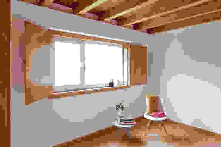 La casa de Sara y Fran Dormitorios de estilo escandinavo de Estudio de Arquitectura Sra.Farnsworth Escandinavo